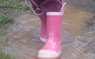 m-u-d & b-o-o-t-s– boots!
