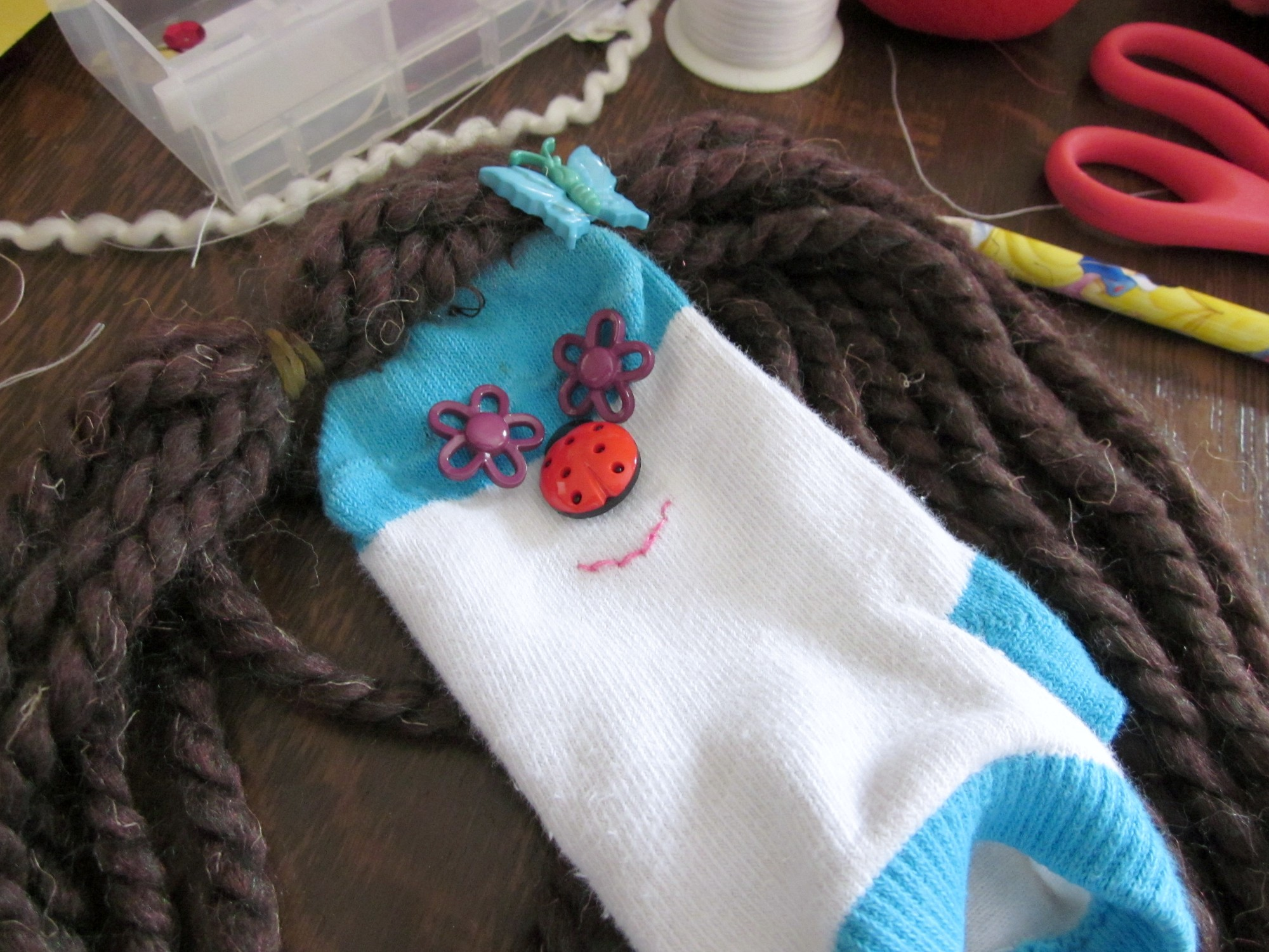super snow day crafts: sock puppets! - teach mama