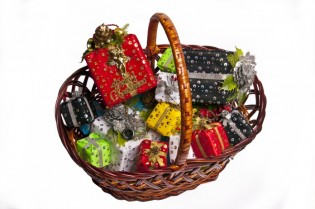 creative holiday teacher gifts, basket of gifts
