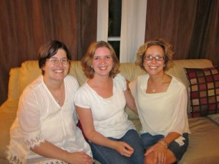 homeher 2011: susan, laura, amy white shirts @whymommy