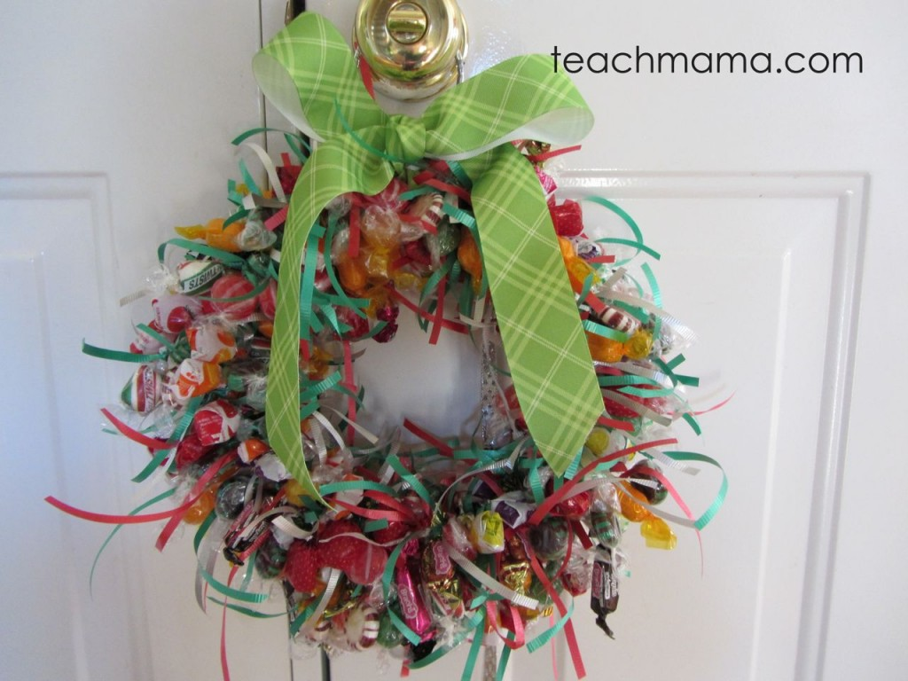 make a candy wreath b - 62