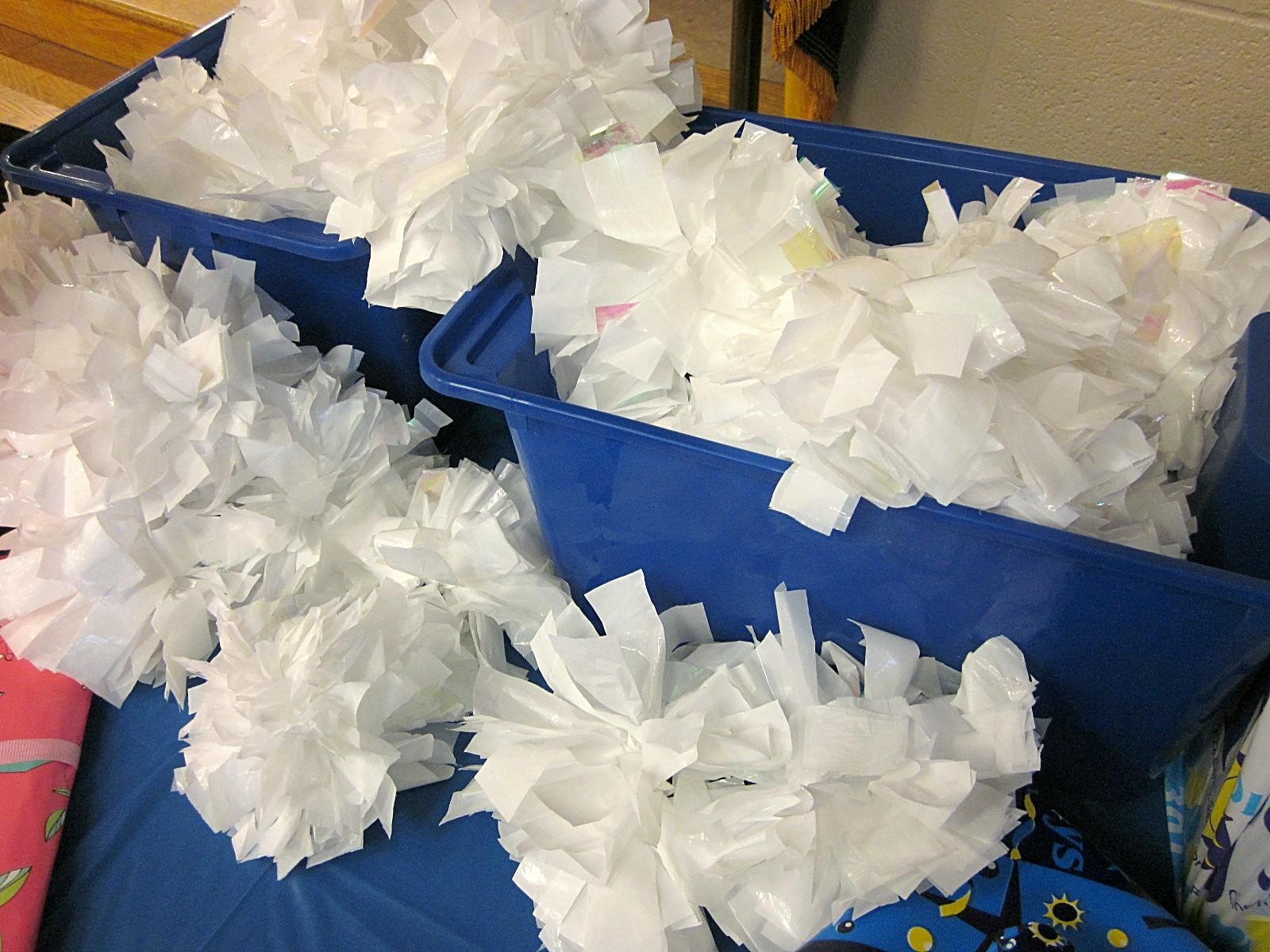 Making Cheerleading Pom Poms Crafts