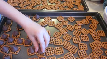 last minute treats: fancy, festive chocolate pretzels